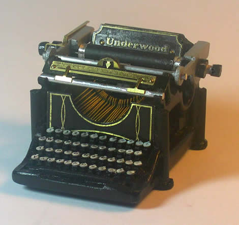 1908 Miniature Underwood Typewriter
